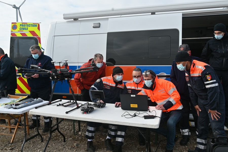 Measuring equipment is attached to the drone © Geert Biermans